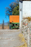 Оранжевая и зеленая фура Стоковая Фотография