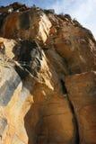 Оранжевая коричневая скалистая гора Sant Miquel del Fai в Bigas Каталонии Барселоне Испании Стоковое Изображение