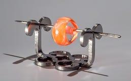 Оранжевая прозрачная стеклянная бусина на игле Стоковое Изображение RF