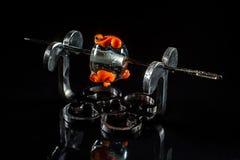 Оранжевая прозрачная стеклянная бусина на стойке Стоковое Изображение RF