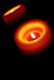Оранжевая свеча светя в темной вертикали Стоковые Изображения