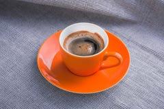 Оранжевая чашка кофе Стоковые Изображения