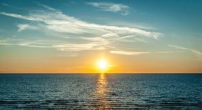 Оранжевое небо над морем Стоковые Изображения RF