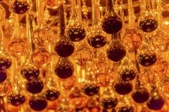 Оранжевое черное стекло падает люстра Стоковые Фотографии RF