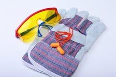 Оранжевые беруш, защитные стекла и glovs Беруш для уменьшения шума на белой предпосылке Стоковое Изображение RF