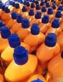 Оранжевые бутылки с тензидом в магазине Стоковое Изображение