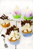 Оранжевые булочки с лавандой, шоколадом и грецкими орехами Стоковые Изображения