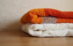 Оранжевые и белые полотенца Стоковая Фотография