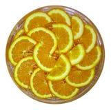 Оранжевые половинные куски на блюде Стоковая Фотография