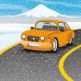 Оранжевый автомобиль на дороге Стоковая Фотография RF