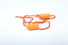 Оранжевый беруш для работы Беруш для уменьшения шума на белой предпосылке Стоковые Изображения RF