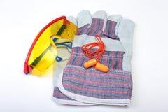 Оранжевый беруш, трудная шляпа, защитные стекла, перчатки Беруш для уменьшения шума на белой предпосылке вы можете установить ваш Стоковая Фотография