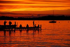 Оранжевый заход солнца Mendota озера от мемориальной террасы соединения на ноче в июне в 2014 Стоковое Изображение