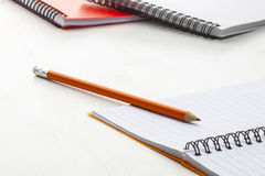 Оранжевый карандаш с тетрадями Стоковые Фото