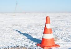 Оранжевый конус движения используемый для предупреждения и управления движения Стоковое фото RF