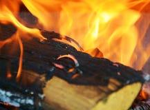 Оранжевый огонь, пламена в печи, абстрактной предпосылке пламен Стоковые Изображения RF