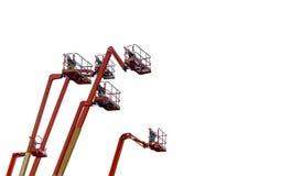 Оранжевый отчетливо произношенный подъем заграждения Воздушный подъем платформы Телескопичный подъем заграждения изолированный на стоковое изображение