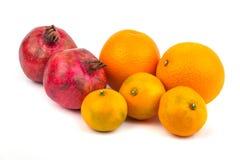 Оранжевый плодоовощ мандарина, tangerine и гранатового дерева изолированный на whi Стоковые Изображения