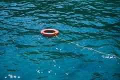 Оранжевый поплавок lifebuoys на море Стоковые Фотографии RF