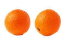 Оранжевый плодоовощ покрытый с множественной водой падает Стоковое фото RF