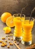 Оранжевый сок крушины моря с апельсином стоковое фото rf