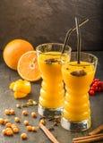 Оранжевый сок крушины моря стоковые изображения rf