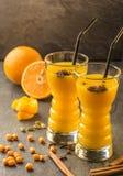 Оранжевый сок крушины моря стоковые фотографии rf