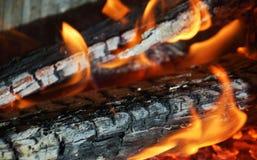 Оранжевый темный огонь, пламена в печи, абстрактной предпосылке пламен Стоковые Фото