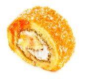 Оранжевый торт крена на белой предпосылке стоковая фотография