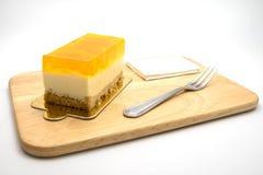 Оранжевый торт на белой предпосылке Стоковые Фотографии RF