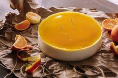 Оранжевый торт с оранжевыми кусками Стоковая Фотография