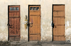3 оранжевых деревянных двери Стоковое Фото