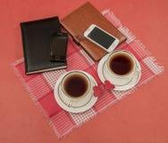 Организаторы, клетчатые, 2 чашки, сердца, день валентинки, красная ткань Стоковые Изображения RF