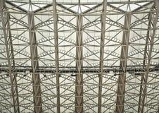 Организация конструкции современной крыши спортзала стальная Стоковые Фотографии RF
