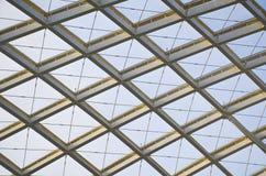 Организация конструкции современной крыши станции стальная Стоковые Фотографии RF