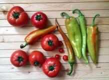 Органические овощи на таблице Стоковые Фотографии RF