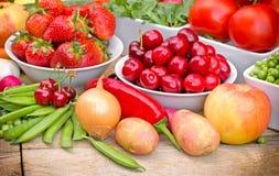Органические фрукты и овощи стоковая фотография rf