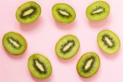 Органический зеленый отрезанный плодоовощ кивиа Стоковая Фотография