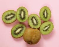 Органический зеленый отрезанный плодоовощ кивиа Стоковое Изображение