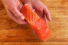 органический сырцовый salmon стейк одичалый Стоковая Фотография RF