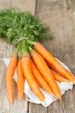 органическое морковей пука свежее Стоковые Фотографии RF