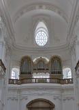 Орган внутри собора Dom в Зальцбурге, Австрии стоковое изображение