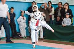 Оренбург, Россия - 23 04 2016: Конкуренции Тхэквондо среди мальчиков Стоковая Фотография RF