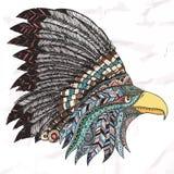 Орел в оперенном племенном головном уборе Стоковые Фотографии RF
