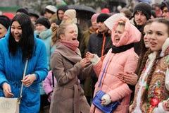 Орел, Россия - 13-ое марта 2016: Maslenitsa, фестиваль блинчика Gir Стоковое Изображение