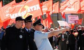 Орел, Россия - 1-ое мая 2017: Демонстрация в мае Полицейскии в fron стоковые изображения