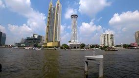 Ориентиры Бангкока на банке Chao Рекы Phraya сток-видео