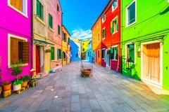 Ориентир ориентир Венеции, остров Burano квадрат и красочные дома, Италия Стоковые Изображения