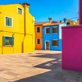 Ориентир ориентир Венеции, остров Burano квадрат и красочные дома, Италия Стоковые Фотографии RF