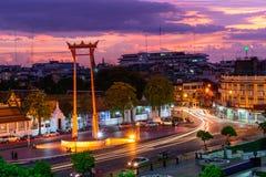 Ориентир ориентир гигантского качания города Бангкока во времени захода солнца Стоковые Фото